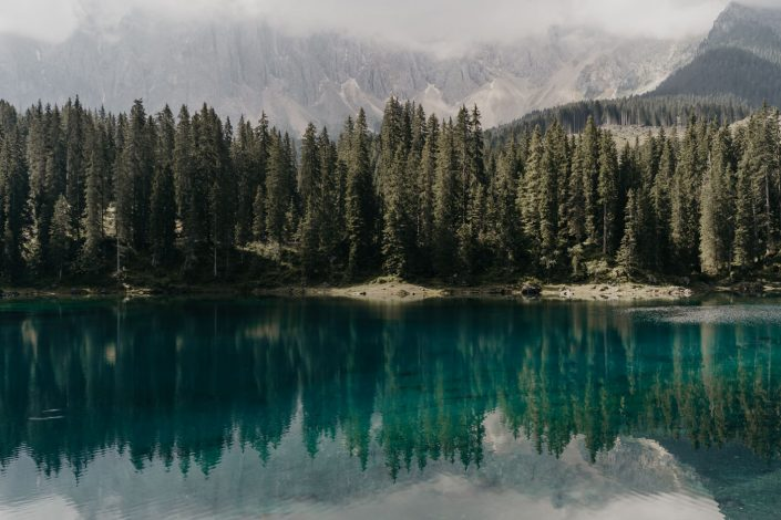 Lago di Carezza dans les Dolomites
