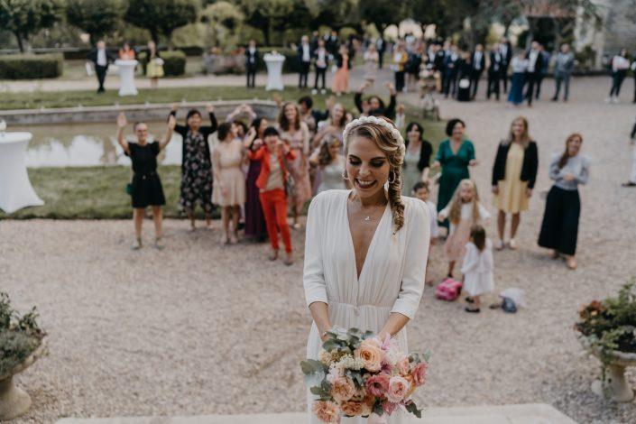Photographe de Mariage au Château d'Hattonchâtel - Lancer du bouquet de Mariée