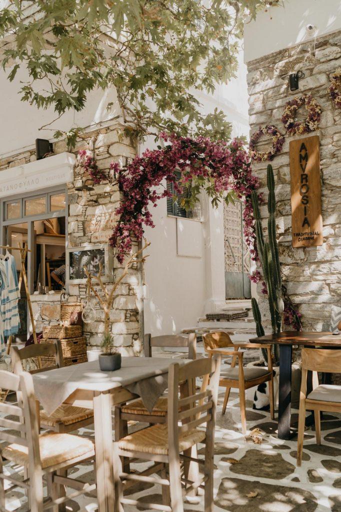 Pause Déjeuner à Filoti - Vacances à Naxos dans les Cyclades