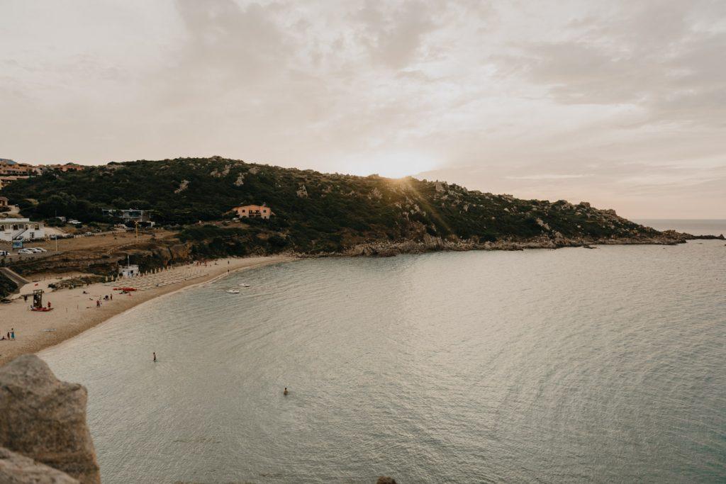 Road trip Sardaigne - Coucher du soleil sur la plage Rena Bianca