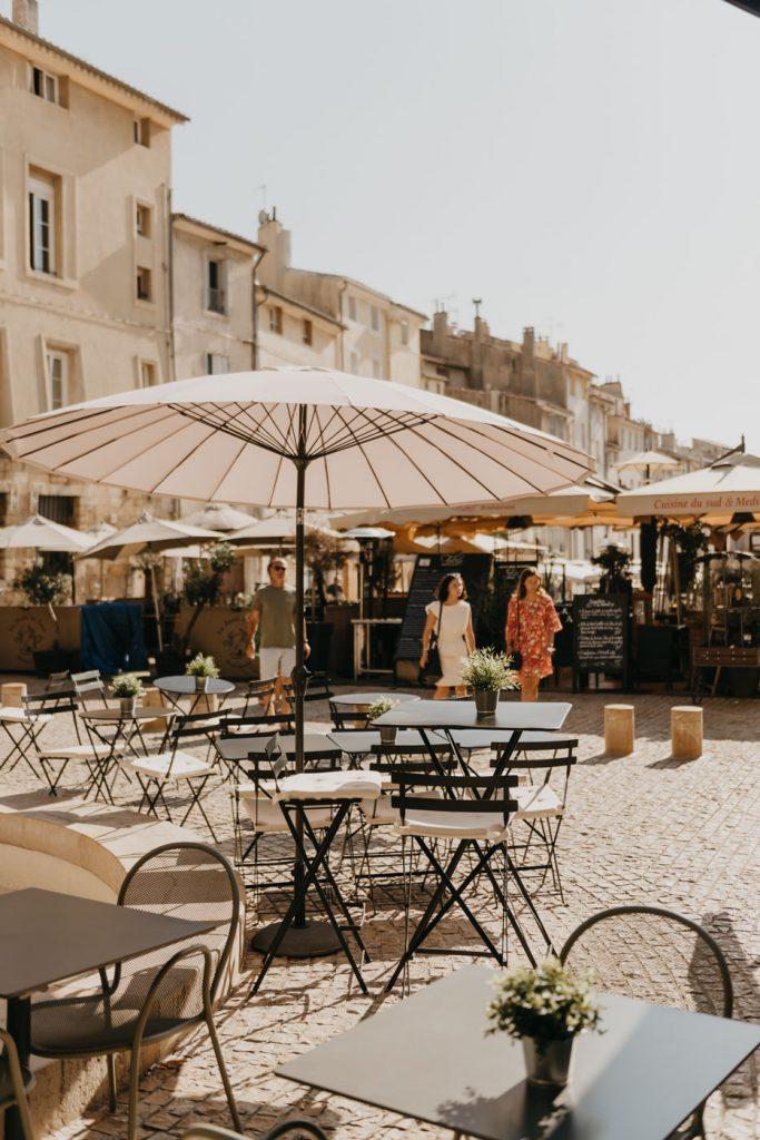 Aix-en-Provence : Place des Cardeurs