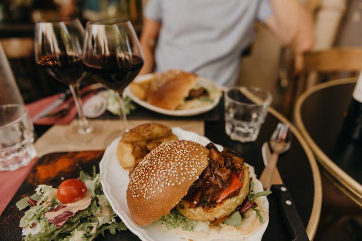 Aix-en-Provence- Repas burger au petit bistrot